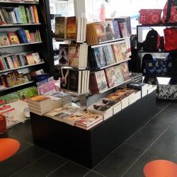 Expositor de livros para centro de Loja